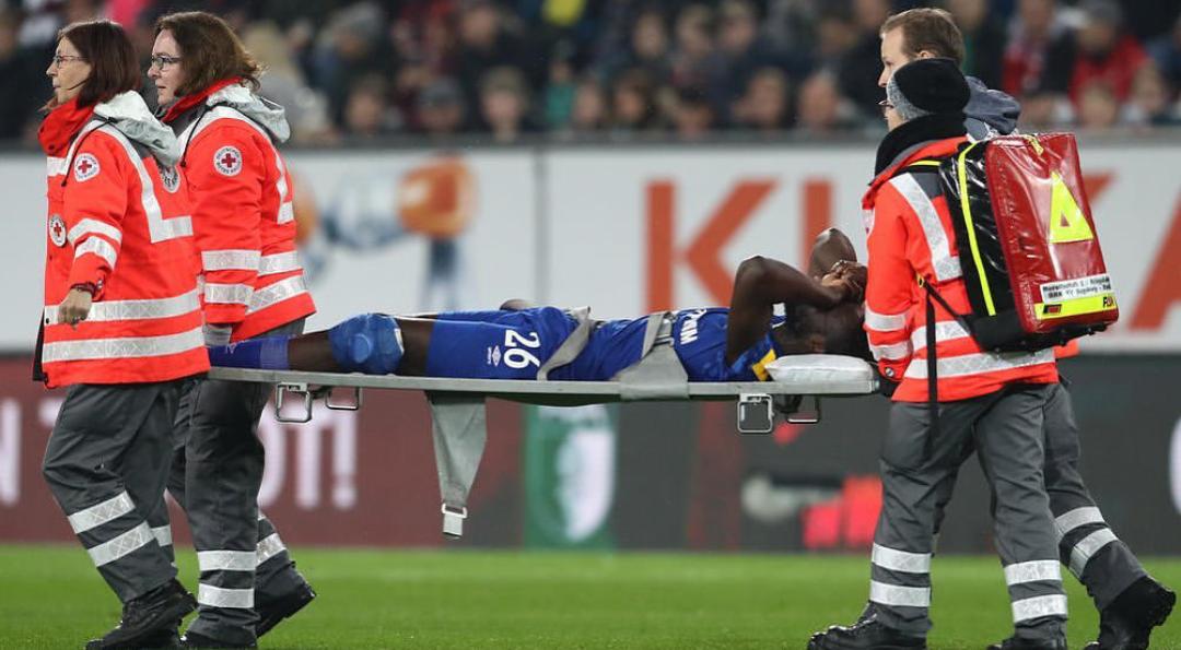 Bundesliga Liga : Salif Sané évacué sur civière après une blessure au genou