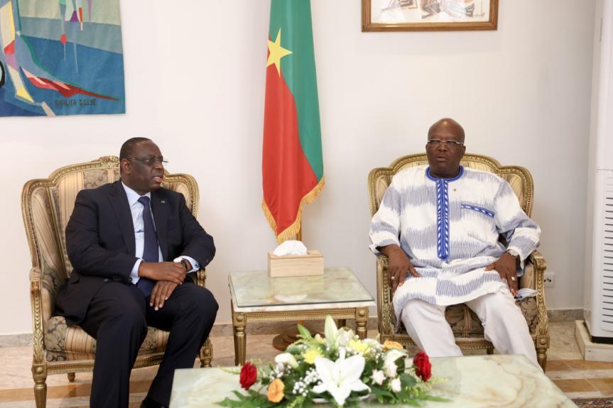 Attaque de Boungou : Macky Sall au Burkina Faso pour présenter les condoléances de la Cedeao.
