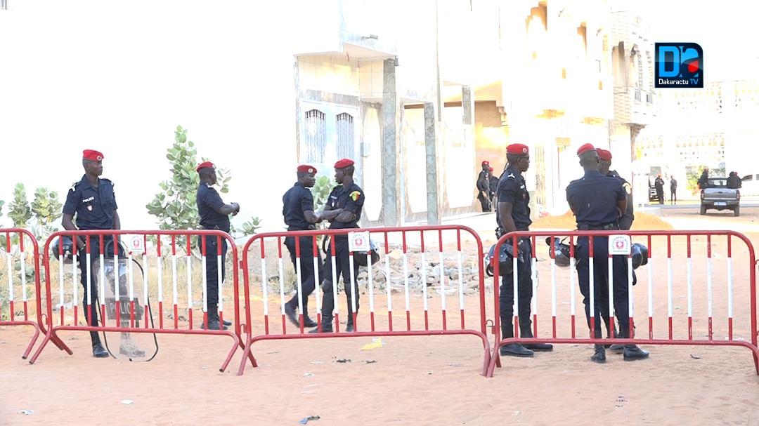 (IMAGES) Le tribunal de Louga bunkerisé... Impressionnante présence policière... Patte blanche exigée