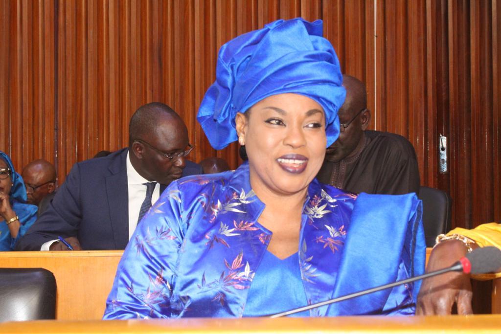 Assemblée nationale : Ndèye Saly Diop Dieng plébiscitée par les députés lors du vote du budget du ministère de la Femme.