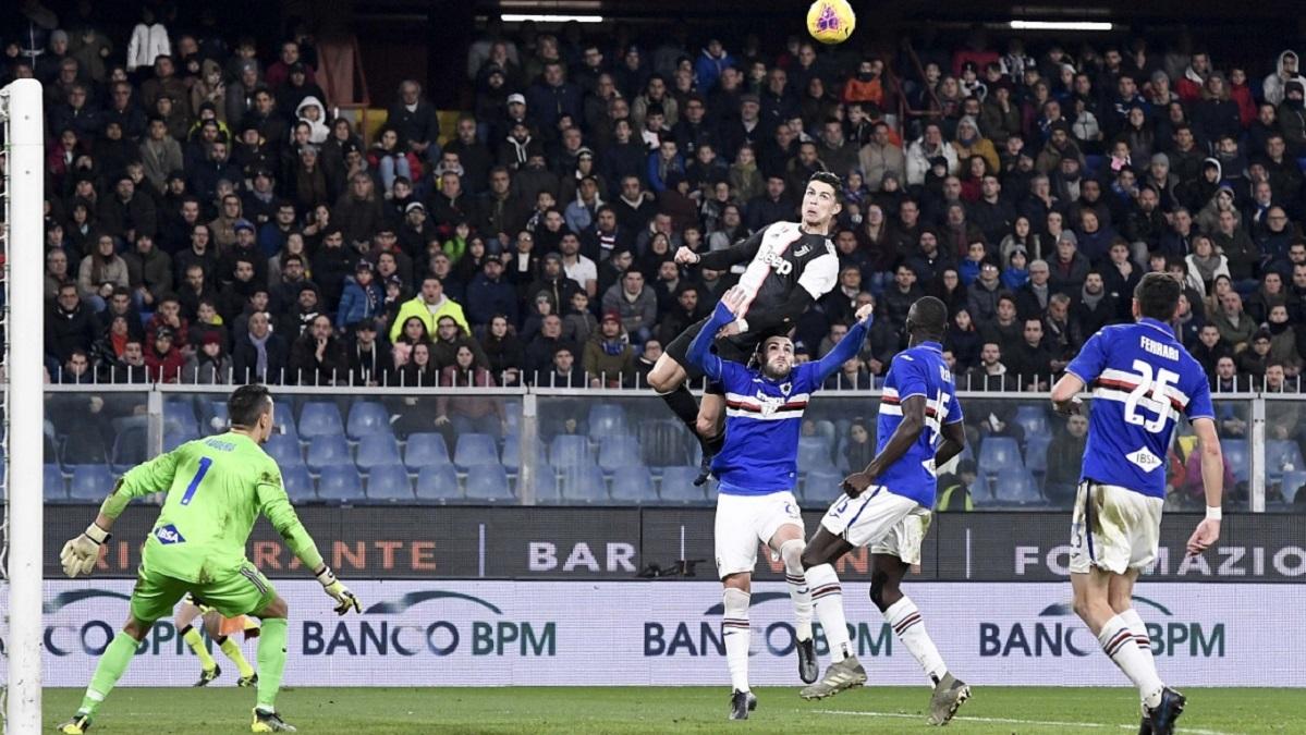 Série A : Cristiano Ronaldo s'élève à 2m 56 pour placer sa tête contre la Sampdoria.