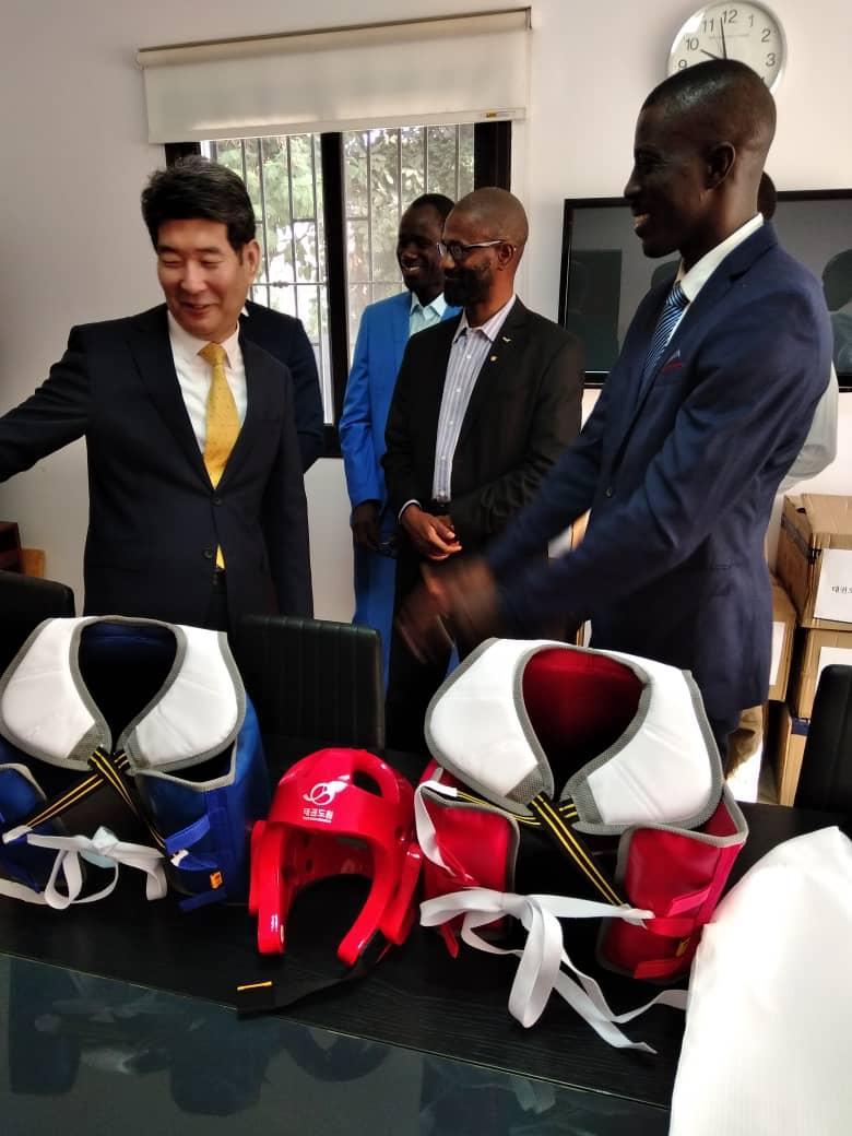 Taekwondo / Partenariat Sénégal – Corée : La fédération reçoit une importante donation en matériel