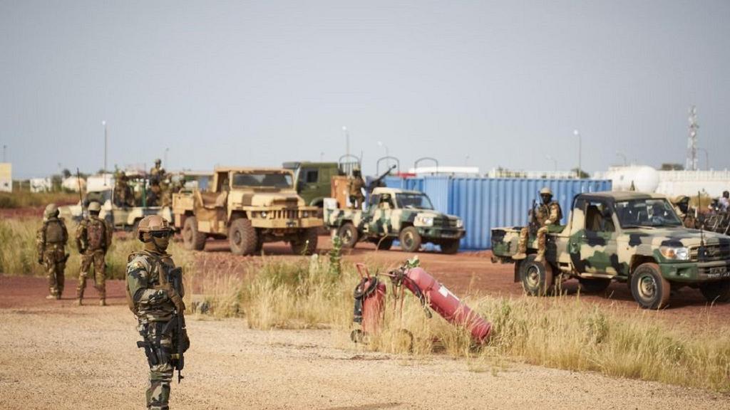 Mali : Dix-huit gendarmes tués dans une attaque à Sokolo, dans le centre.