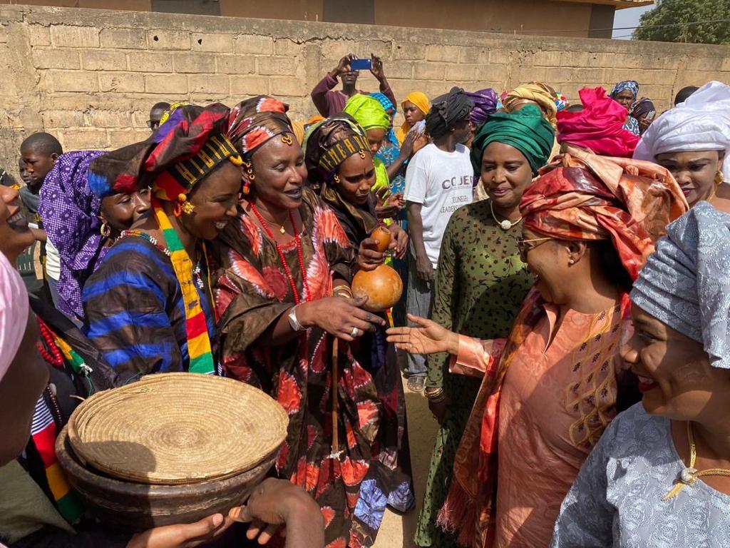 (Images) Visite du centre de formation pour les jeunes filles de  Sinthiou Bambambé, département de Kanel, région de Matam par le ministre Ndeye Saly Diop Dieng