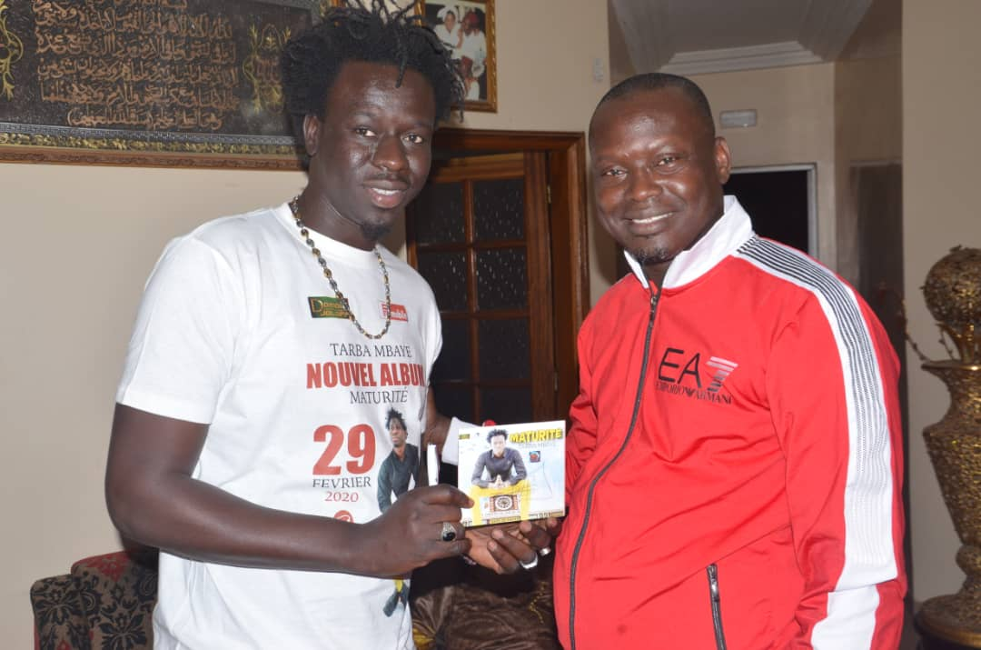 Album Maturité: Une maison un CD l'artiste Musicien Tarba Mbaye vend 3000 cd à grand Dakar en 24h  ( IMAGES )