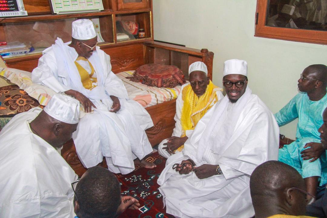 Les Images de la viste du DG de la SICAP SA Mamadou KASSÉ  au Khalife de Medina Gounass