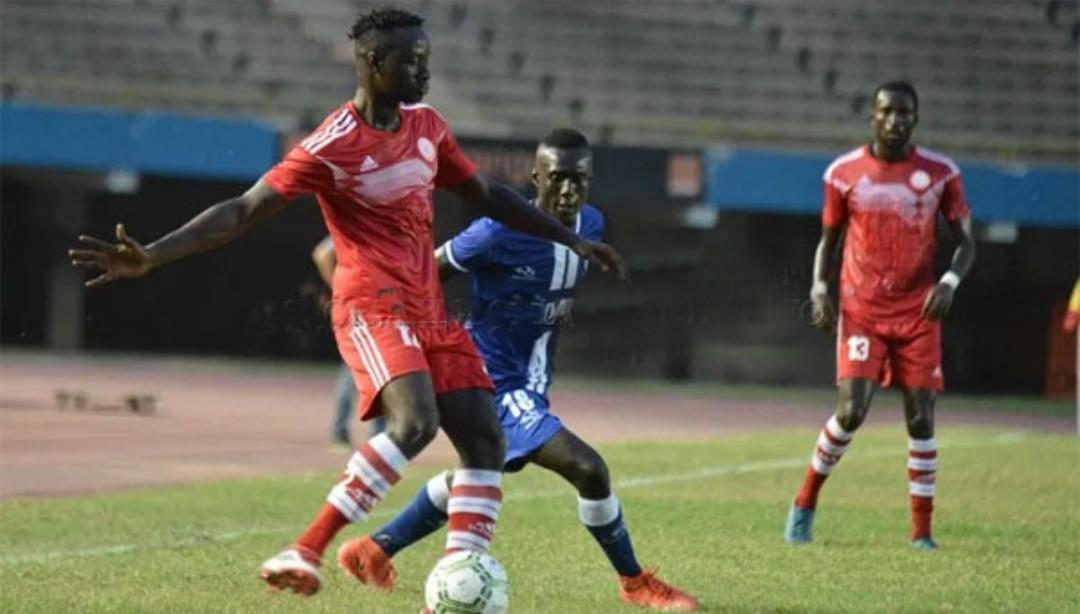 13ème journée Ligue 1 : L'AS Douanes domine Mbour PC (2-0) et reprend la deuxième place.