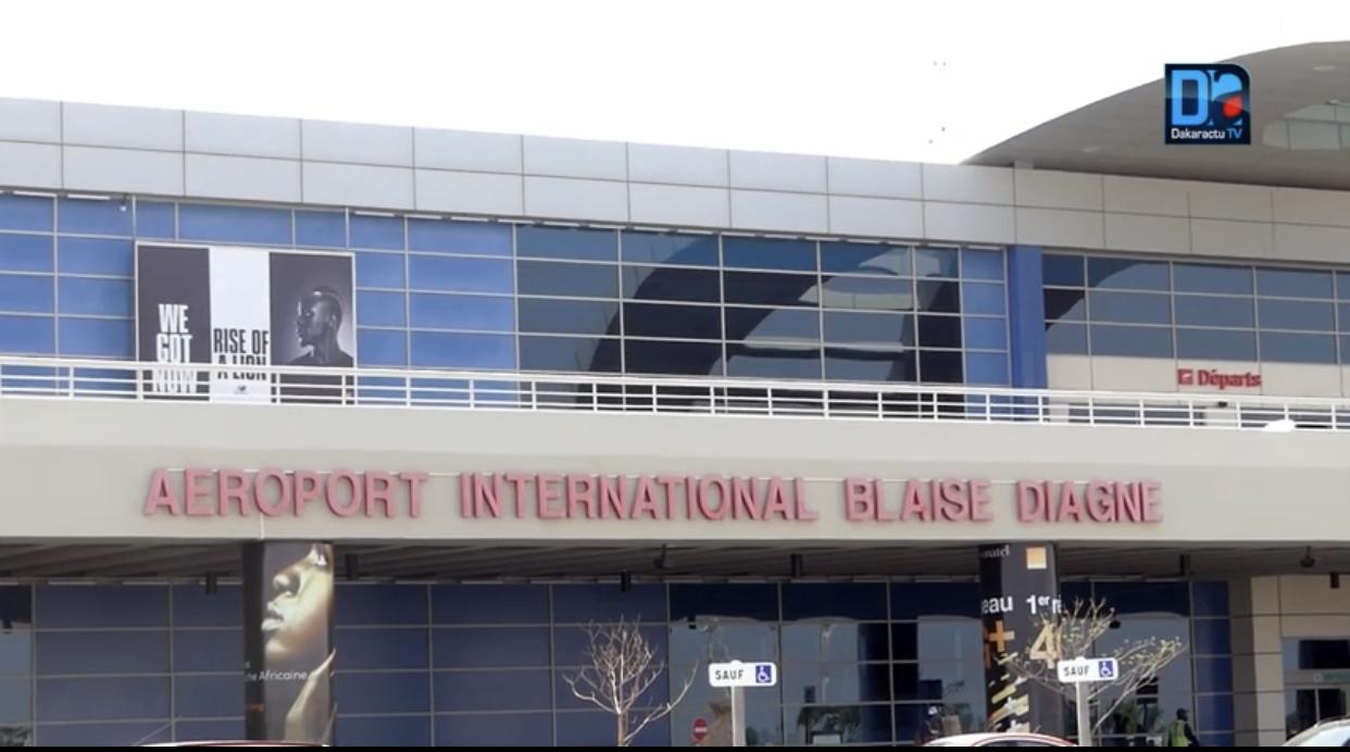 Le Sénégal ferme totalement ses frontières aériennes : suspension de l'exploitation de tous les vols en provenance et à destination des aéroports du pays.