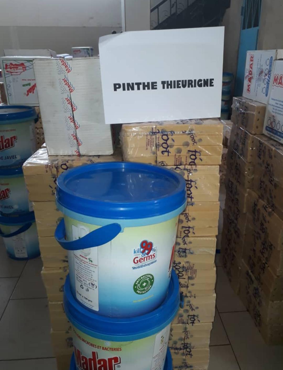 Covid-19 / Aide alimentaire : Le Grand Serigne de Dakar, Abdoulaye Makhtar Diop vient en soutien aux 12 «Pinthes» de Dakar..