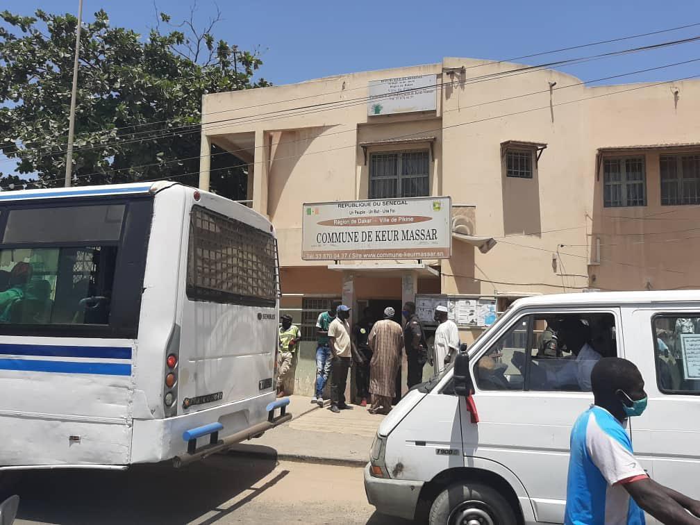 Fermeture des marchés : La gendarmerie disperse une foule a Keur Massar.