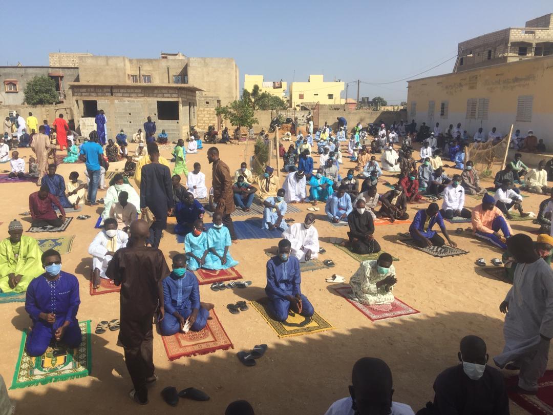 Korité / Serigne Khadim Mbacké Ass Tacko de Saly appelle à la prière pour stopper la Covid-19 et s'adresse aux plateaux télévisés.