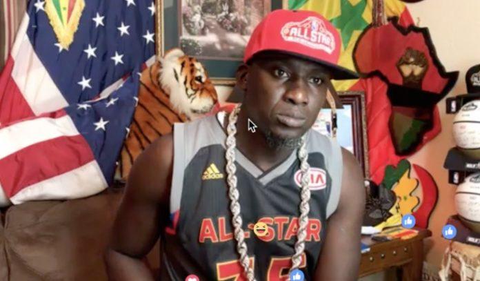 Assane Diouf arrêté et menotté par des hommes en direct sur Facebook.