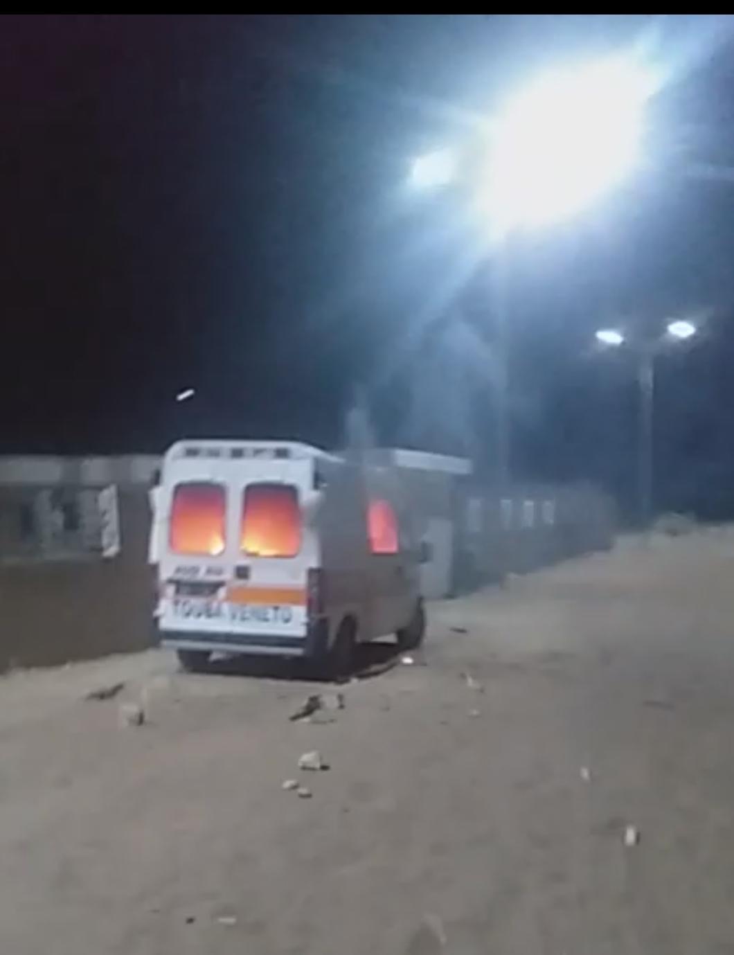 MBACKÈ : La RFM attaquée par des manifestants qui ont aussi brûlé une ambulance.