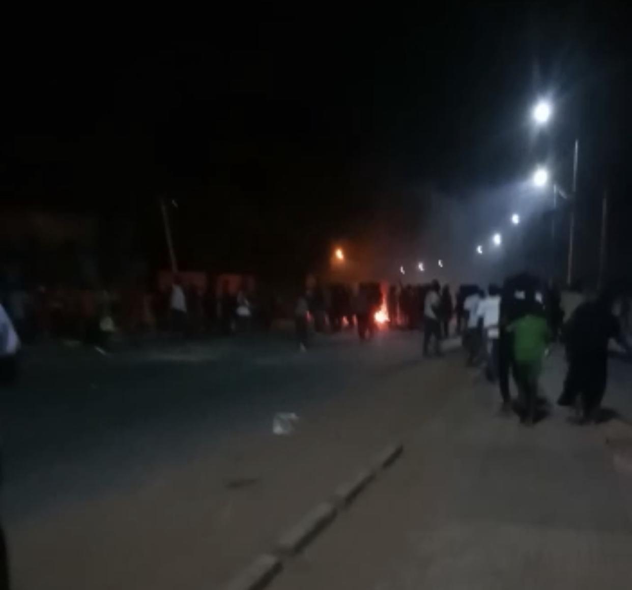 Manifestations contre le couvre-feu : Les jeunes de Ziguinchor ont brûlé des pneus.