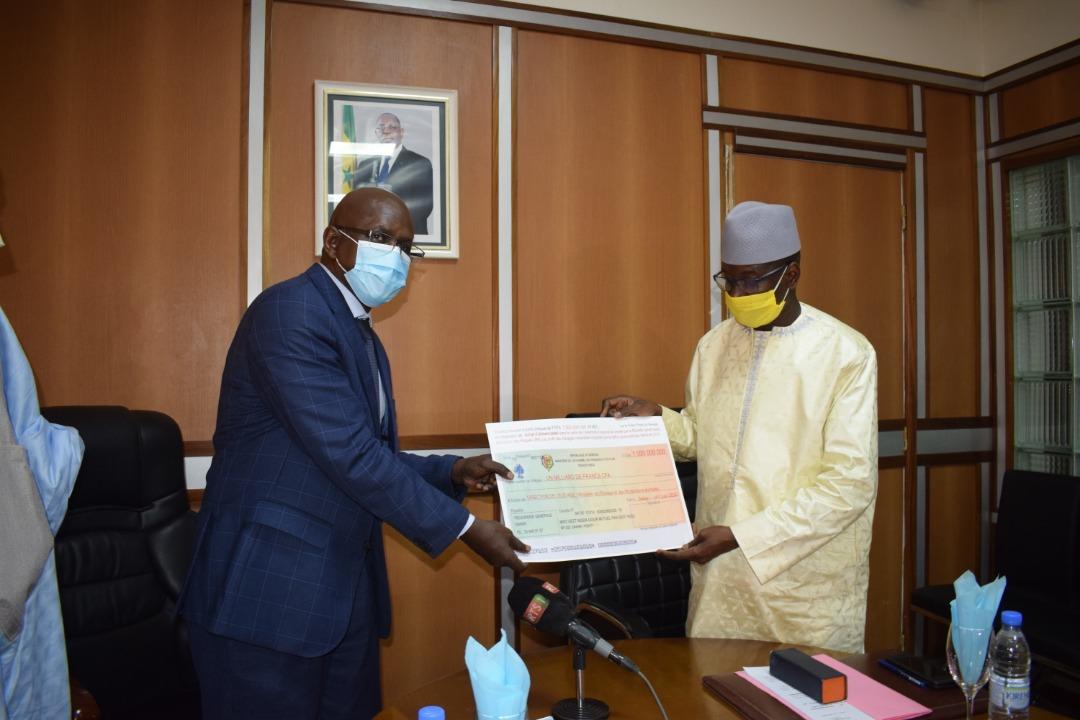 COVID-19 / Contribution aux efforts de l'Etat : Aly Ngouille Ndiaye donne 3,75 milliards.