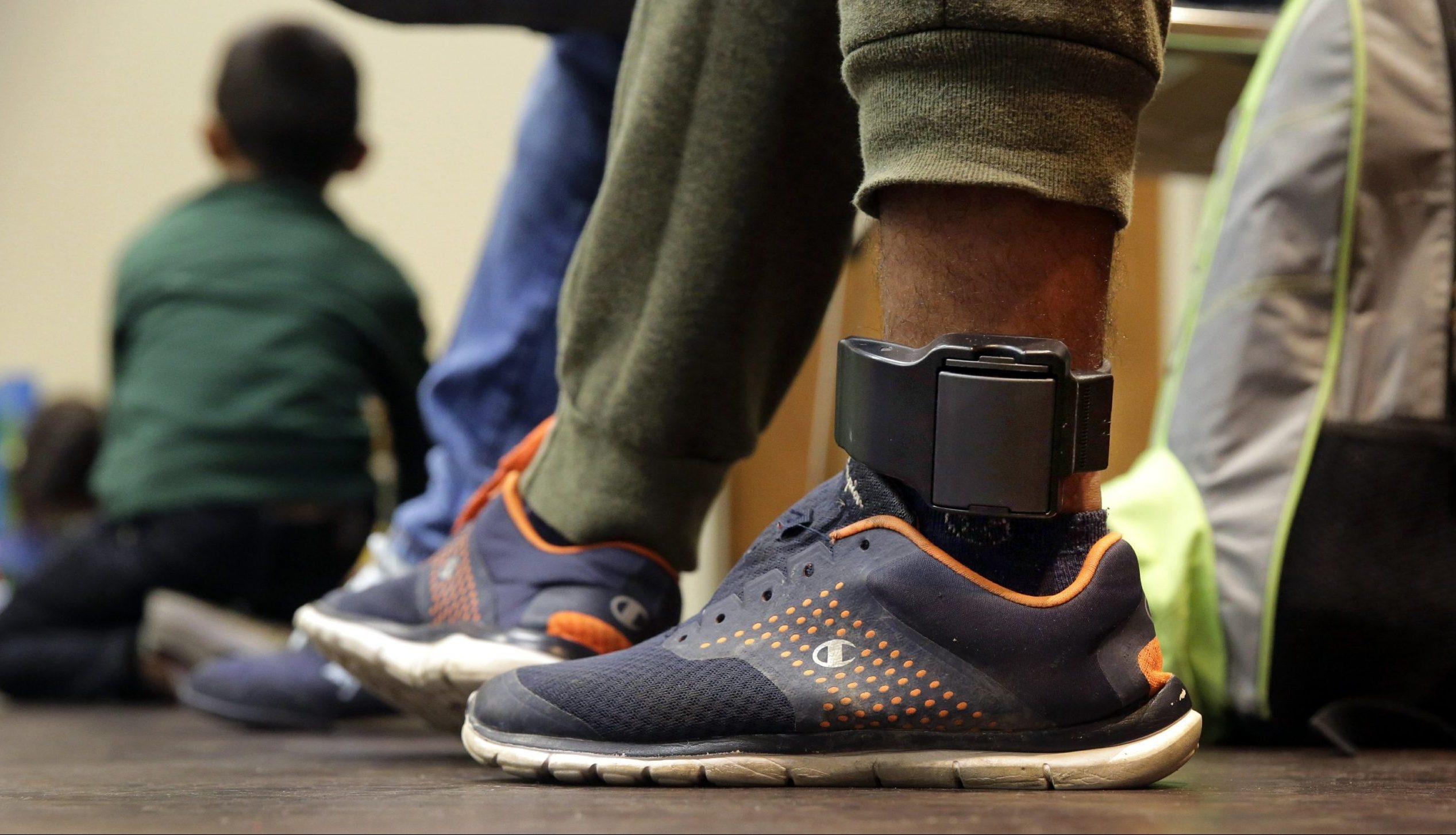 Surveillance électronique des prisonniers : le coût s'élèvera entre 3 et 5 milliards de francs CFA pour 1000 à 2000 bracelets.