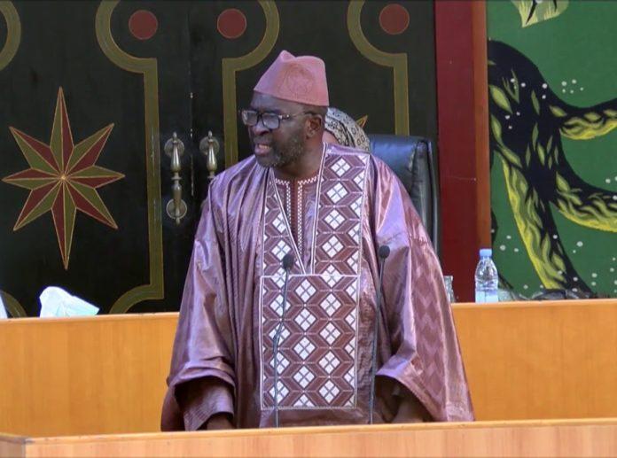L'Assemblée nationale se désolidarise de Moustapha Cissé Lo et le charge : « les horizons de l'indécence et de l'innommable ont été bousculés et les enjeux touchent à la crédibilité des Institutions... »