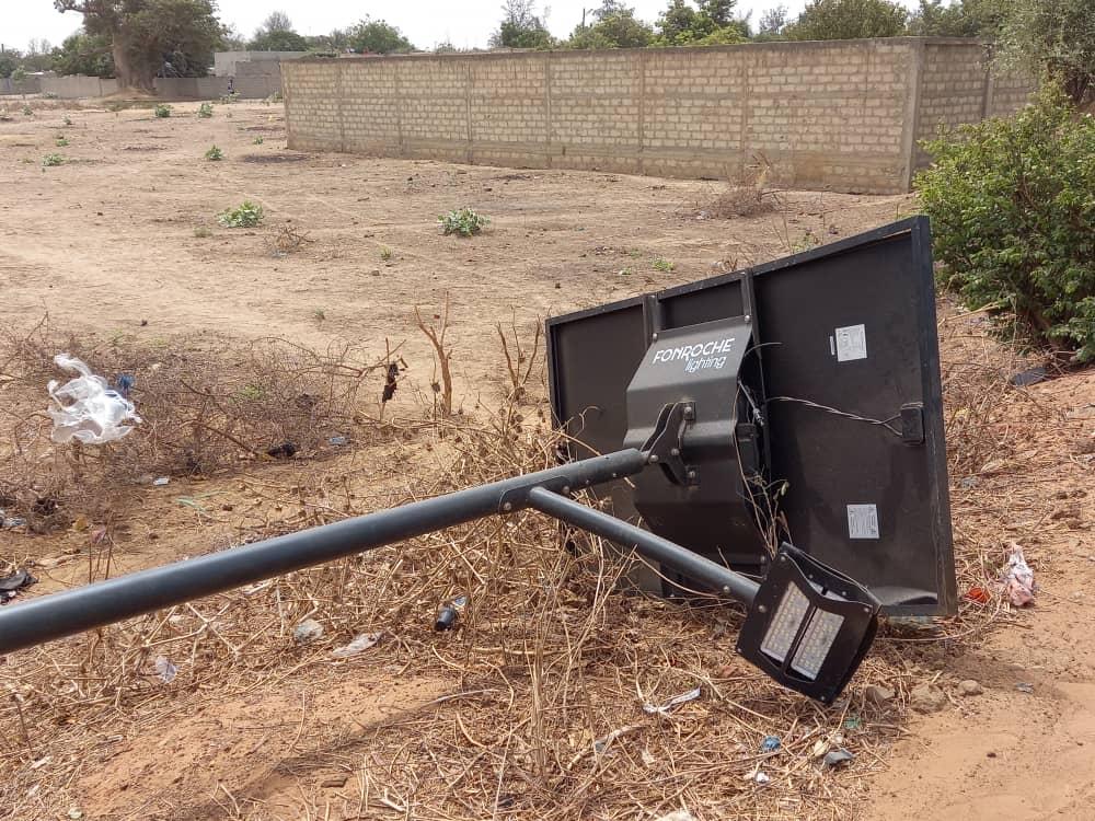 Lampadaires solaires : le poteau de Mballing avait été renversé par un véhicule