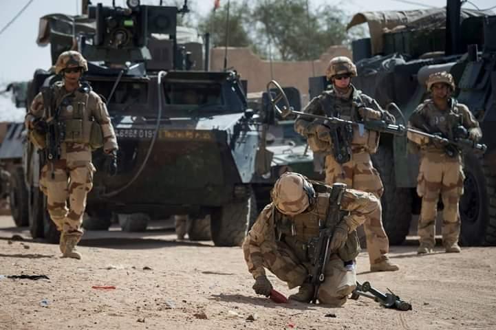 Tchad : Echange de tirs entre militaires tchadiens et français à Ndjaména.