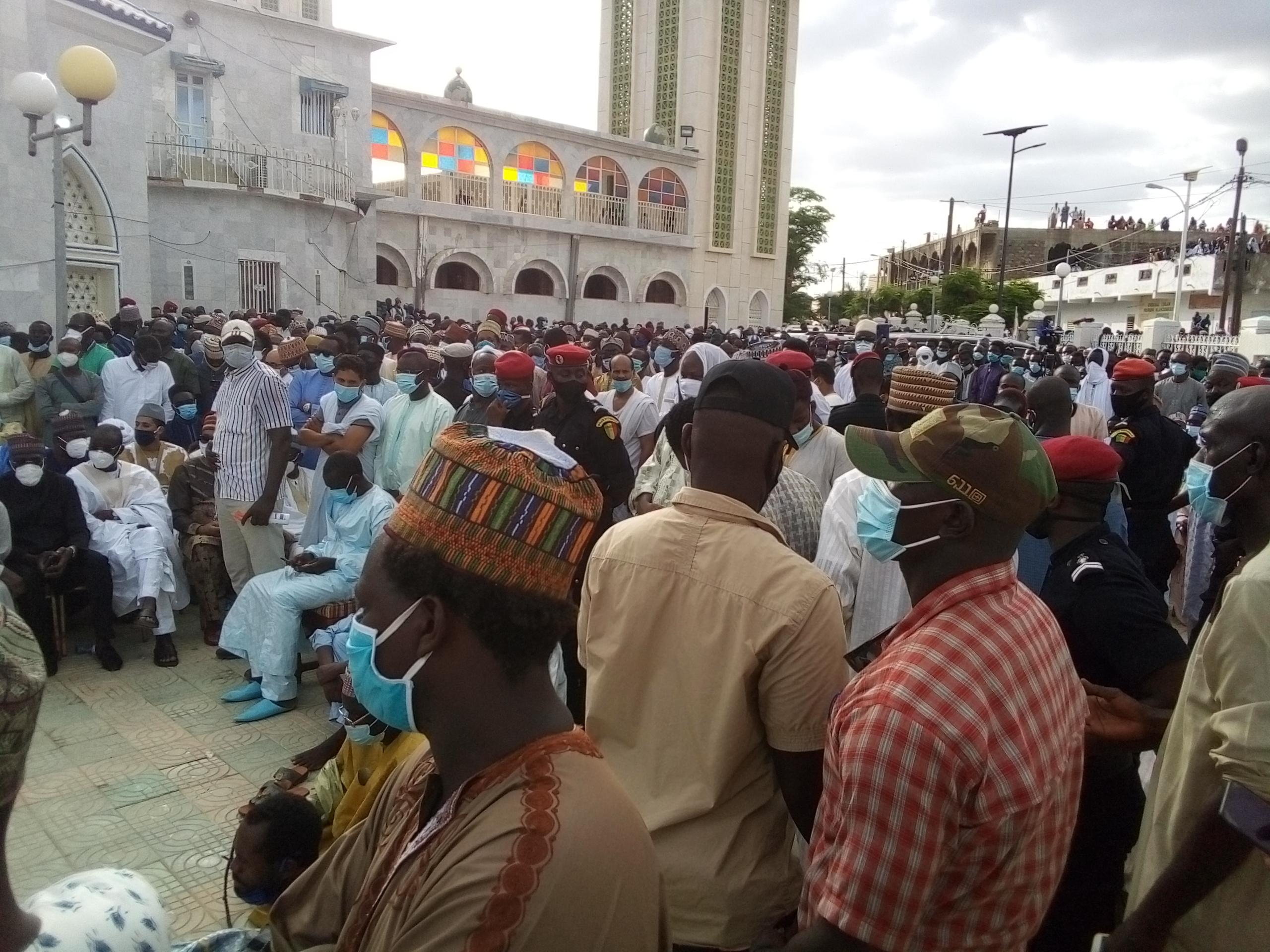 Médina Baye : Inhumation de Cheikh Mouhammadou Moctar Ibrahima Niass auprès de son père Cheikh Al Islam. (Images)