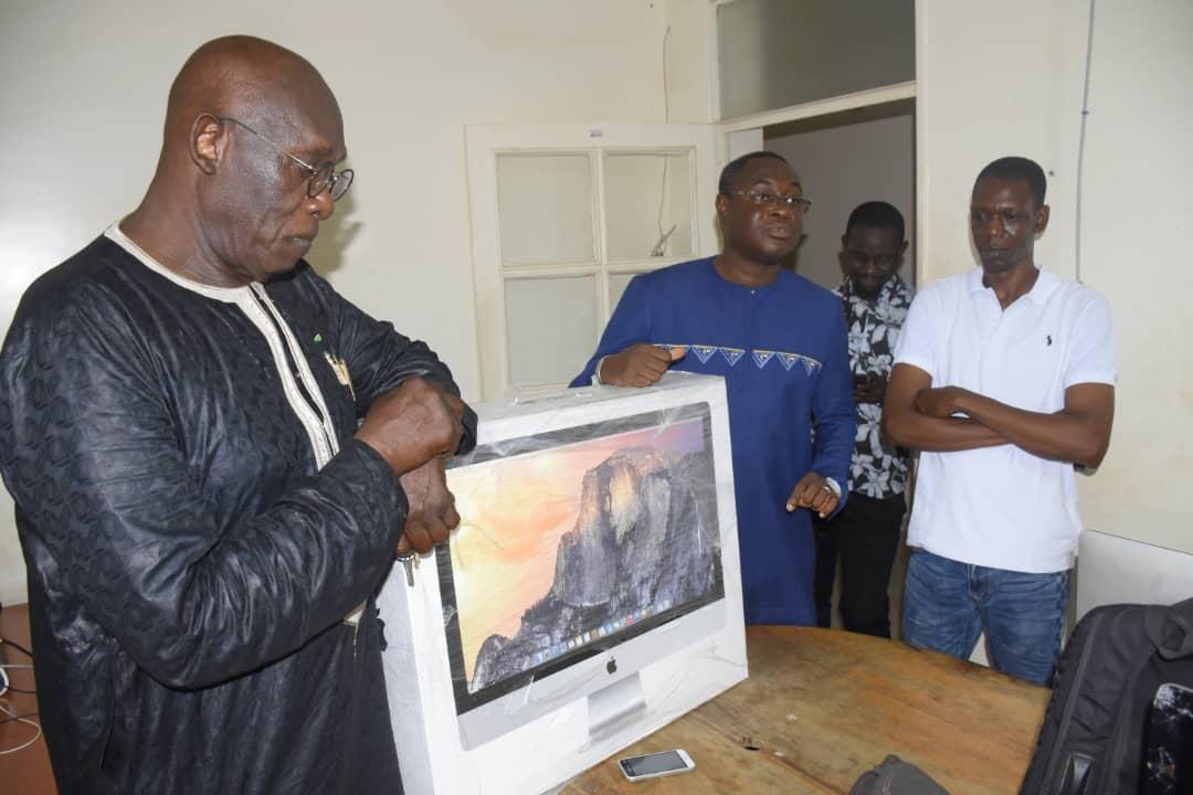 Saccage du journal « Les Échos  » : Baba Tandian condamne, se propose en médiateur et offre un ordinateur à la rédaction