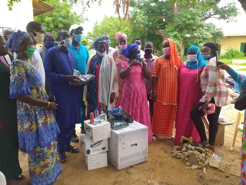 Kaolack : Adji Mergane Kanouté dote les CEM de kits d'hygiène et de photocopieuses.