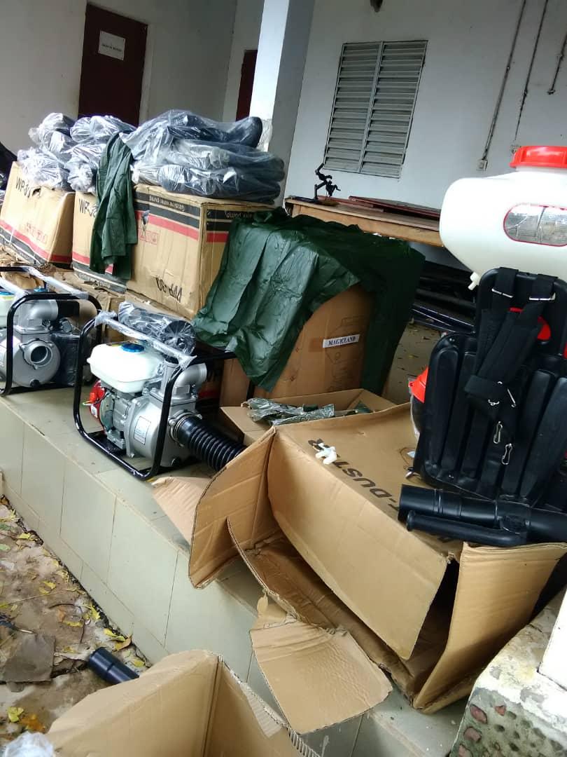 KOLDA INONDÉE / Mame Boye Diao  dépêche motopompes, pulvérisateurs, bottes et combinaisons.