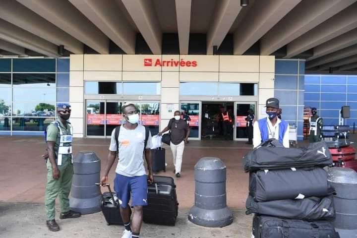 """Équipe nationale : Les """" Lions """" sont rentrés ce samedi, à Dakar (images)"""