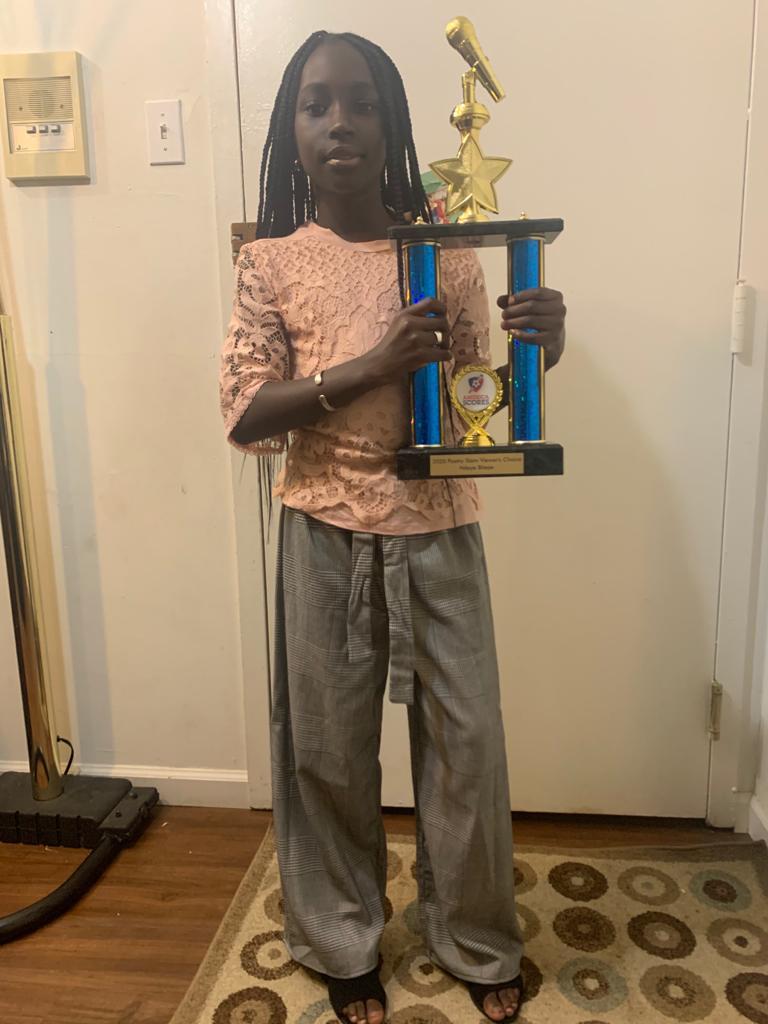 Éducation : Le Sénégal honoré aux Usa.  Ndèye Fatou Bitèye, de père et de mère d'origine sénégalaise, remporte le trophée de «USA SLAM NATIONAL POESY 2020»