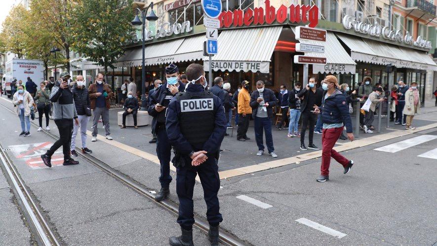 ATTAQUE AU COUTEAU À NICE : Le plan Vigipirate relevé au niveau «urgence attentat» partout en France.