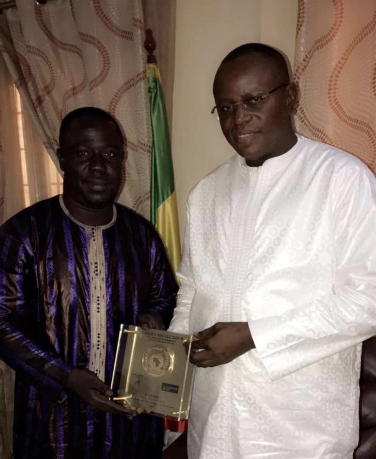Lutte : Bour Guéweul reçu par le ministre des sports et désigné président des reporters en ligne...
