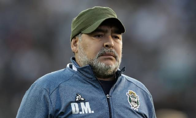 Décès de la légende du football Diego Maradona.