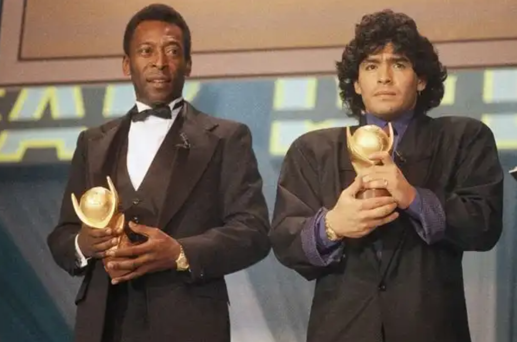 Pelé suite au décès de Maradona : «J'espère qu'on pourra jouer au foot ensemble au ciel...»