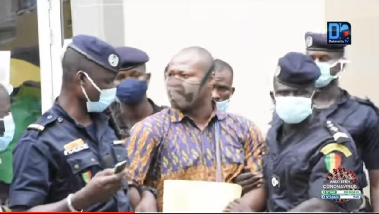 Revendication de la plateforme DOYNA : Guy Marius Sagna arrêté devant les locaux de la gouvernance de Dakar.