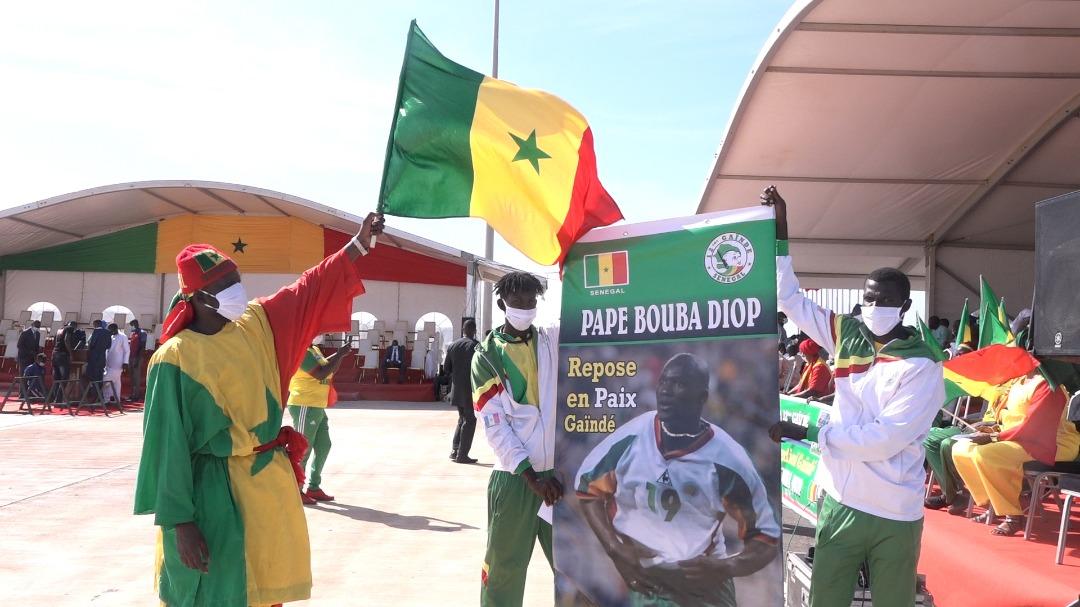 Obsèques Pape Bouba Diop / Revivez les premières images de la cérémonie : El Hadji Diouf, Fadiga, Henry, Me Augustin Senghor et le 12e Gaïndé sur place...