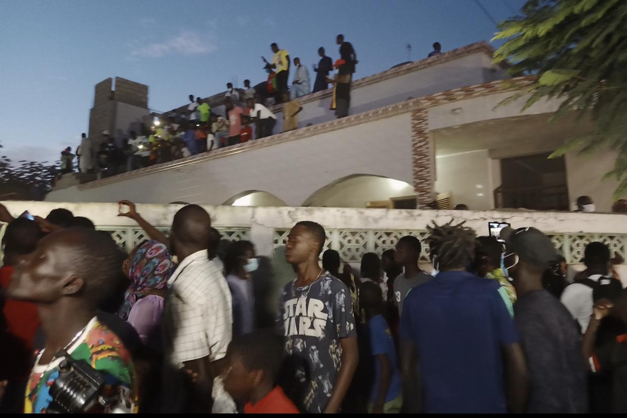 Mosquée des HLM (Rufisque) : Une foule monstre accueille la dépouille de Pape Bouba Diop.