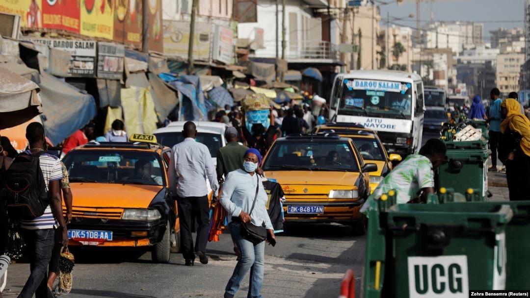 Non respect du port de masque : Près  de 500 personnes interpellées par la police dans la banlieue de Dakar.