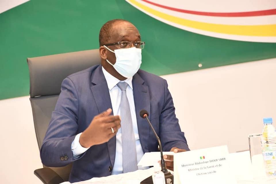 Immunité collective : « Laisser le virus circuler librement n'a jamais été une option », selon le ministre de la Santé.