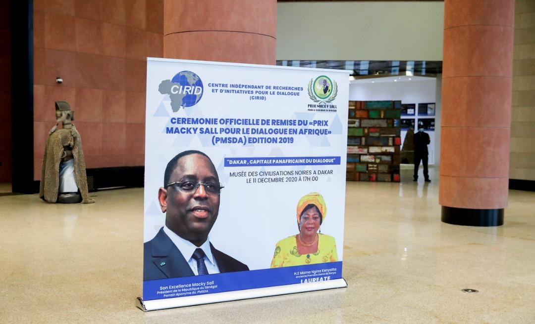 """Prix Macky Sall pour le dialogue en Afrique : La lauréate de 2019, """"Mama Ngina"""" Kenyatta honorée à Dakar."""