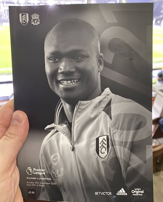 Premier League / Hommage : Pape Bouba Diop à la Une du programme Fulham - Liverpool.