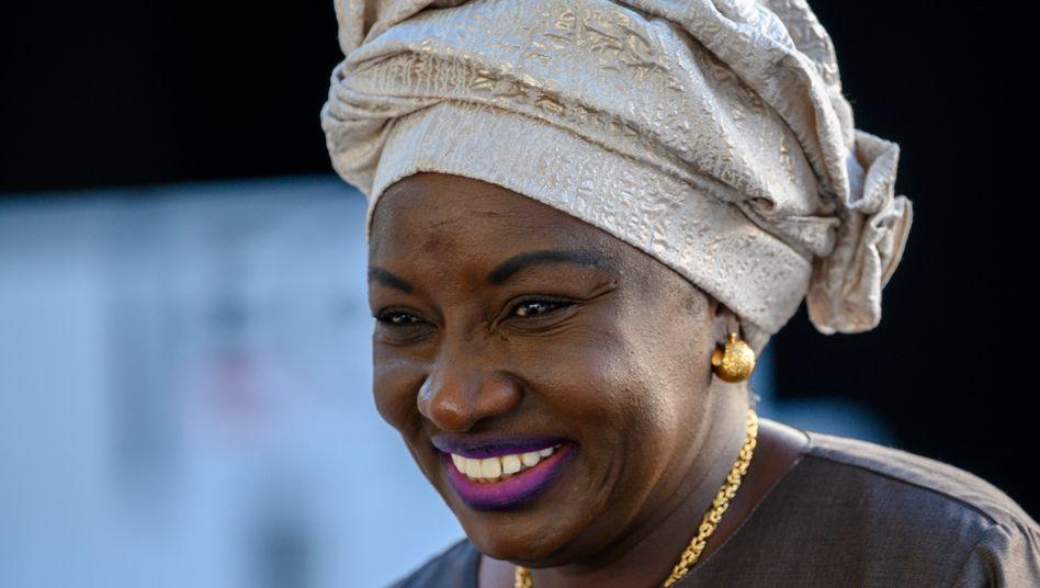 Limitation des mandats : Mimi encourage la montée de nouvelles générations d'hommes politiques