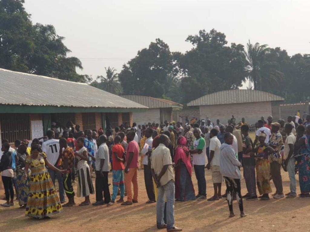 Centrafrique / Bangui ouvre les bureaux de vote alors que les rebelles contrôlent les 2/3 du territoire national.