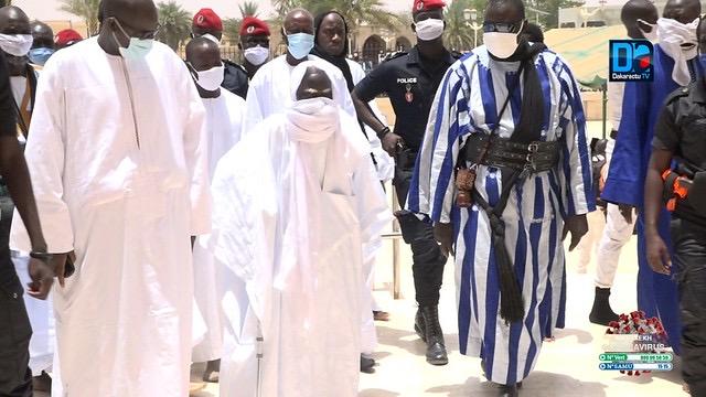 INHUMATION DE SERIGNE ABASS : Le Khalife, accompagné de son porte-parole, s'est rendu à Darou Moukhty.