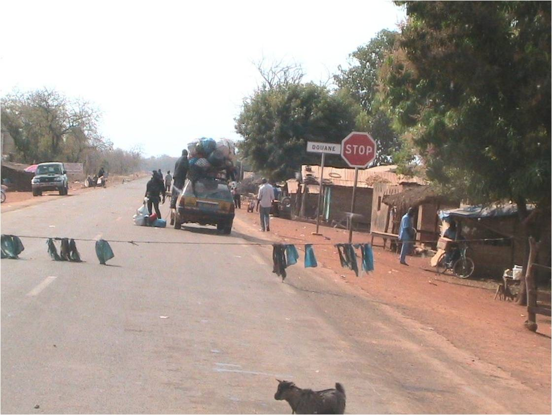 Mesures au niveau des frontières terrestres : Aucune n'est fermée et l'autoroute reste sous le coup de l'exigence du couvre-feu.