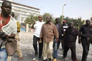 Contestations du 23 juin 2011 : Alioune Tine révèle le rôle joué par Moustapha Niasse et Serigne Mbaye Thiam dans une tentative d'incendie du parlement.