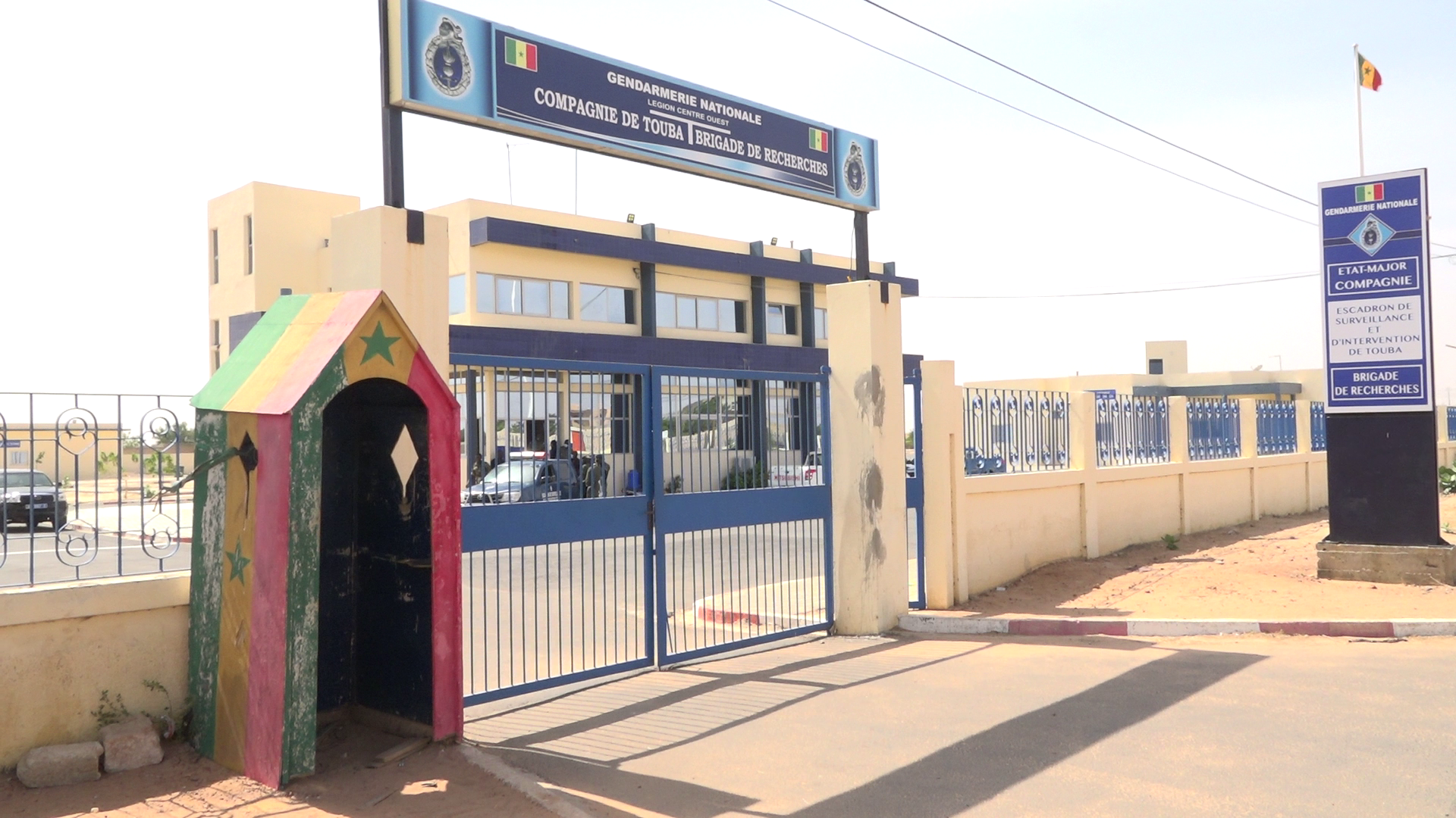 Braquages aux préjudices estimés à 200 millions de FCFA / la Gendarmerie arrête une bande criminelle (16 personnes) de dimension nationale : 5 fusils, 5 coupe-coupe et 3 pistolets saisis.