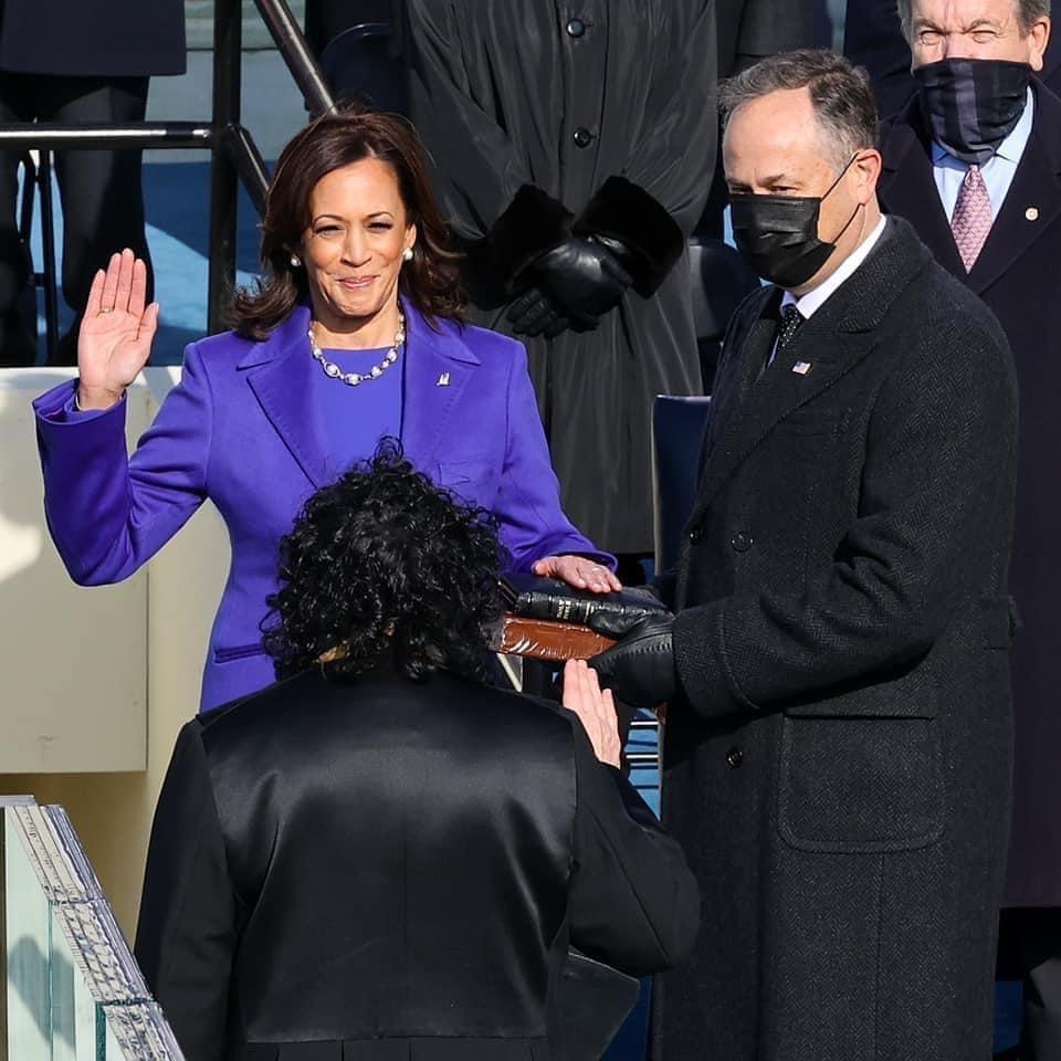 «Je jure de remplir fidèlement les fonctions qui me sont confiées avec l'aide de Dieu» (Kamala Harris, vice-présidente des USA)