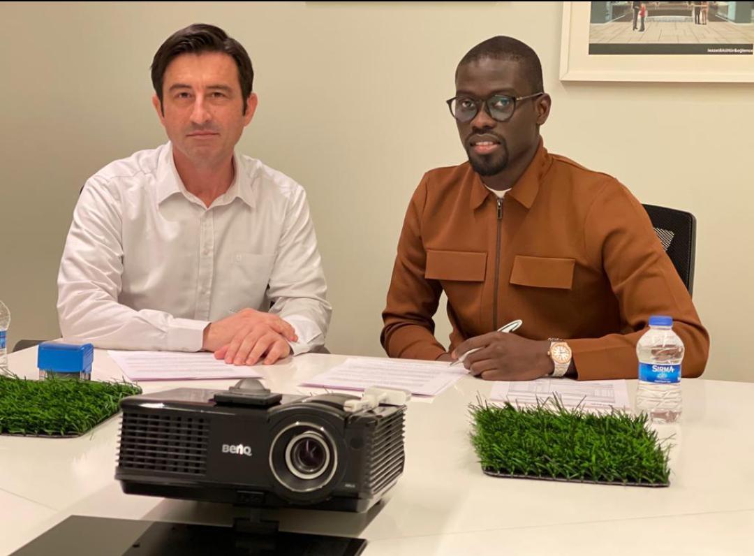 Jolof Olympique Club (JOC) : Pape Alioune Ndiaye dote son club d'une pelouse synthétique dernier cri.
