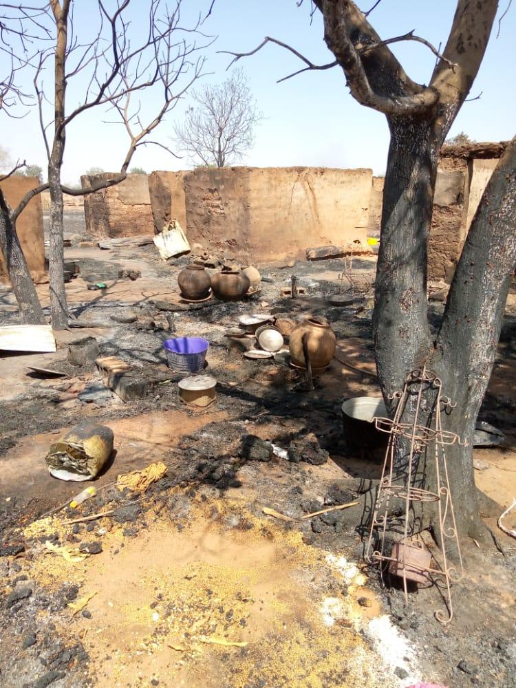 NIORO / Saré Aly Keur Diangou : Un violent incendie consume 10 concessions.