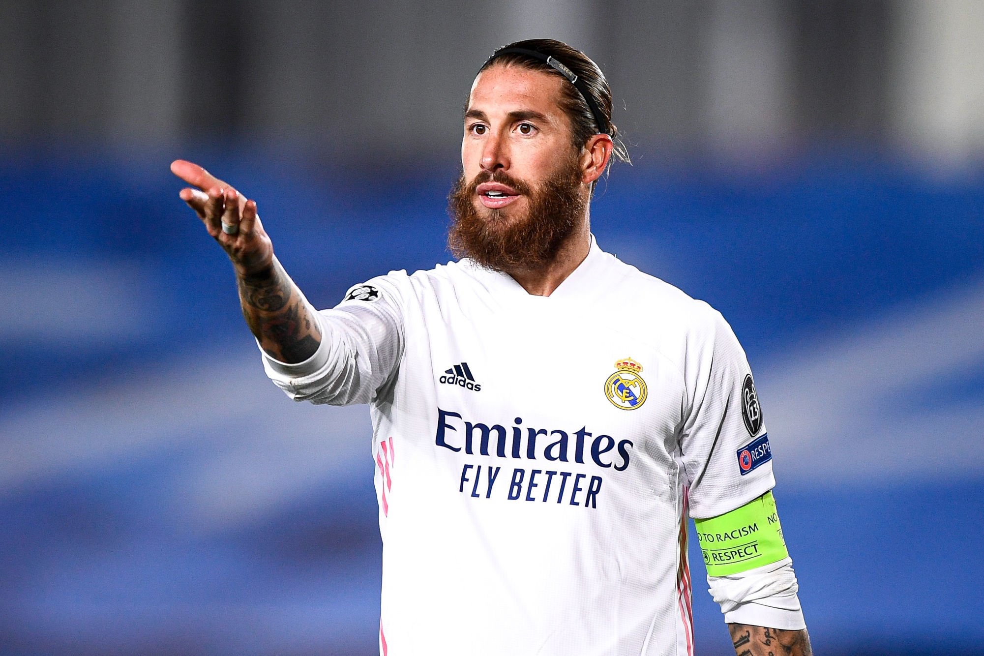 Real Madrid : Sergio Ramos absent pour plusieurs semaines suite à une blessure au genou.